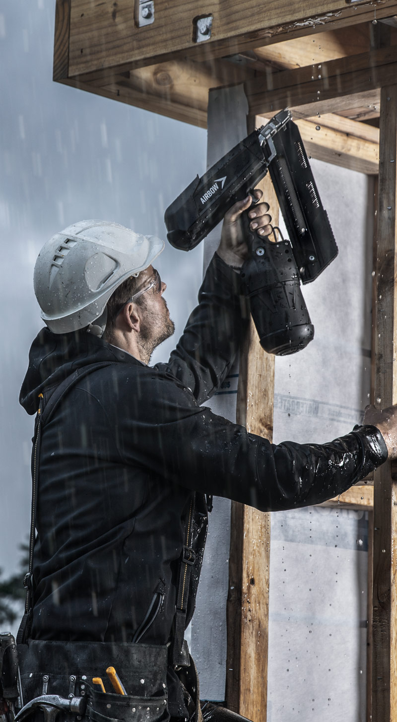 Builder using Airbow Framer in rain